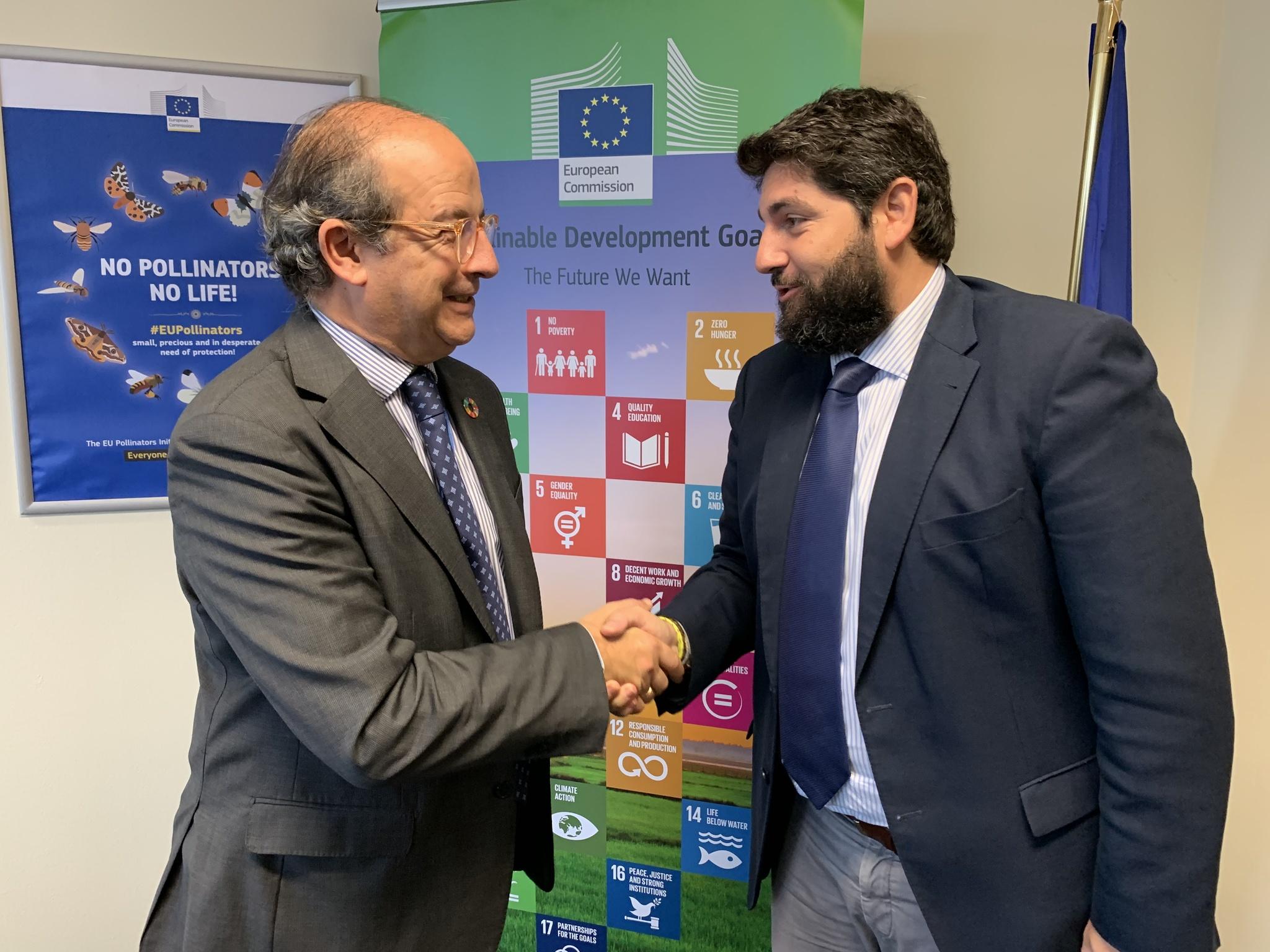 El presidente de la Comunidad, con el director general de Medio Ambiente de la Comisión Europea. Imagen: CARM