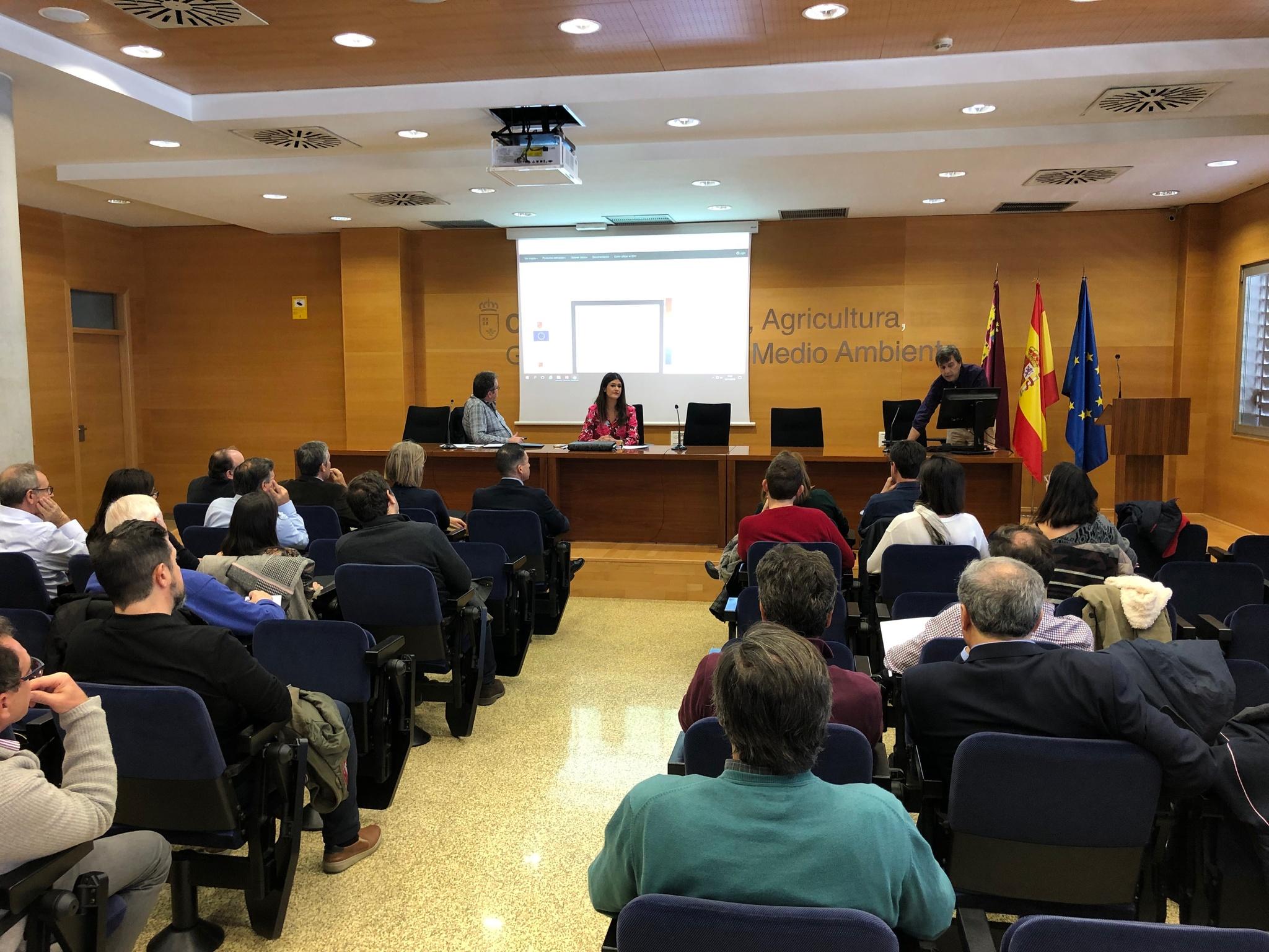 La directora General del Mar Menor, Miriam Pérez, preside la Comisión de Seguimiento del Mar Menor. Imagen: CARM