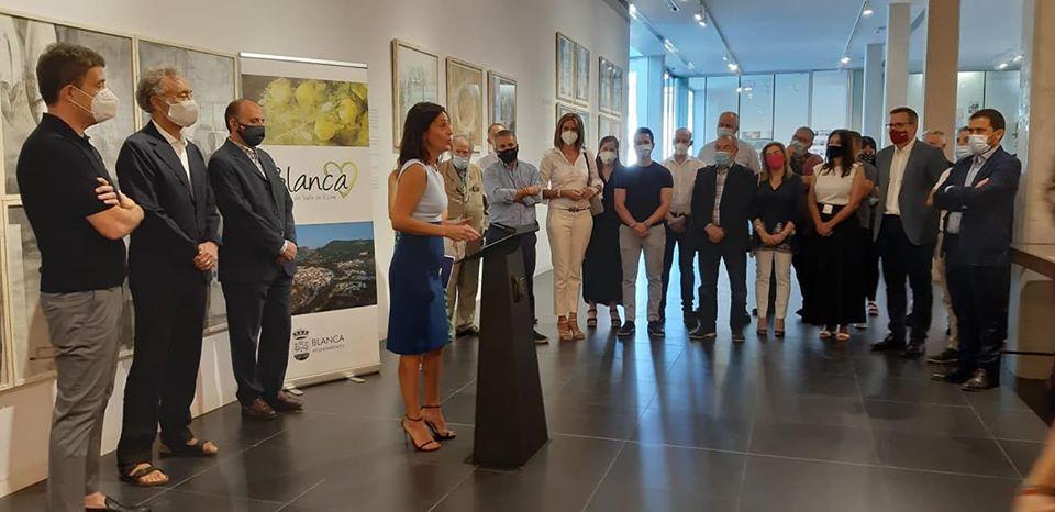 Intervención de María Cristina Sánchez, consejera de Turismo, Juventud y Deportes de la Región de Murcia. Imagen: Ayto. de Blanca