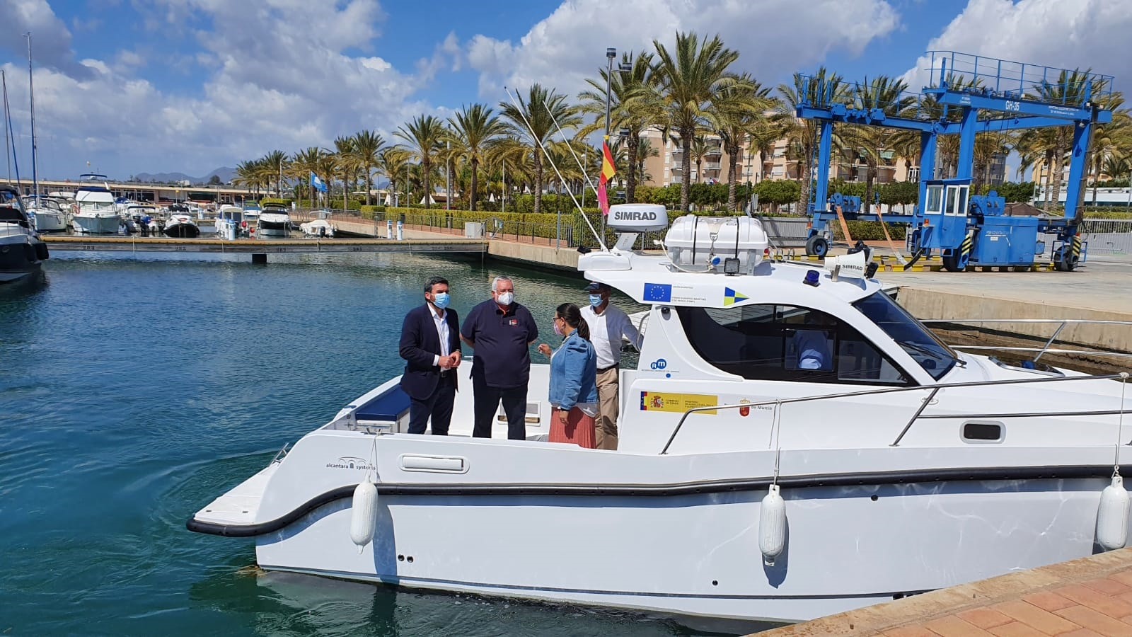 El consejero Antonio Luengo, durante su visita a la nueva embarcación adquirida por la Comunidad Autónoma. Imagen: CARM