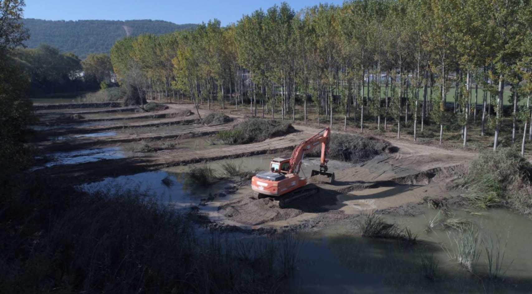 Trabajos de retirada de fangos. Imagen: Mapama