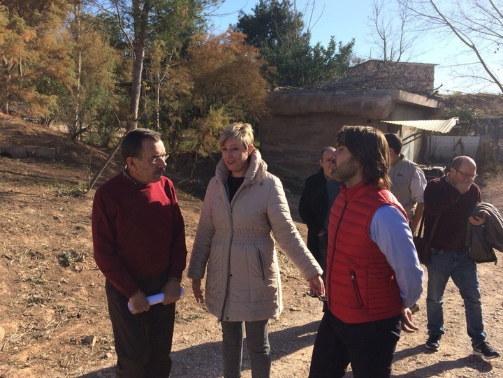 La directora general de Medio Natural, Consuelo Rosauro, y el director del proyecto LIFE Iberlince, Miguel Ángel Simón, se han reunido hoy en Murcia y han visitado Terra Natura. Imagen: CARM