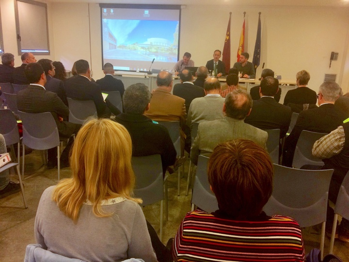 El consejero de Turismo, Cultura y Medio Ambiente presidió la reunión del Comité de Participación Social del Mar Menor. Imagen: CARM
