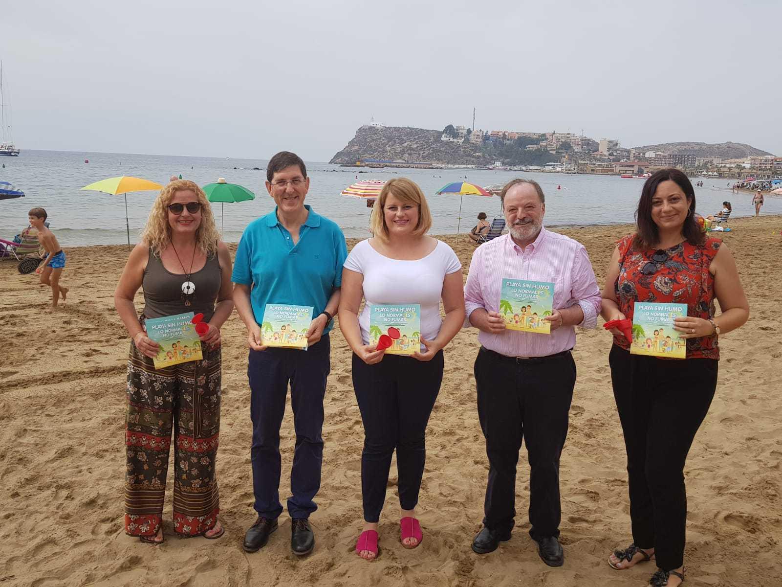 Visita a la playa sin humo de El Rihuete en Mazarrón. Imagen: CARM