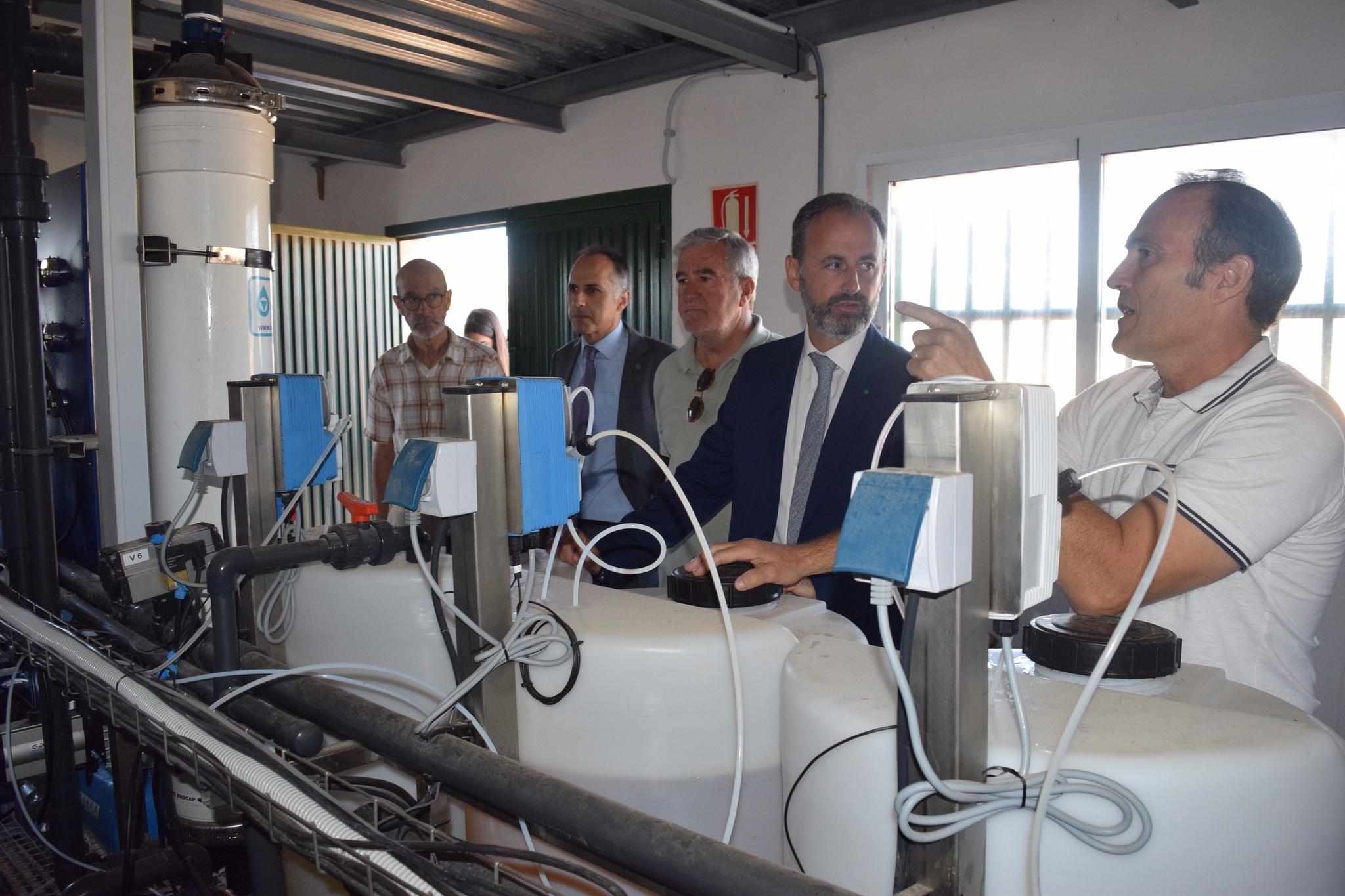 Visita del consejero de Empleo, Universidades, Empresa y Medio Ambiente, Javier Celdrán, a la finca experimental Lo Ferro de la Universidad Politécnica de Cartagena. Imagen CARM