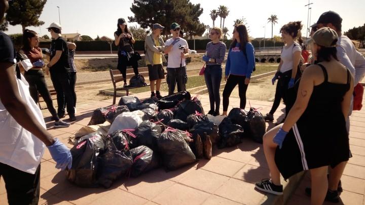 Residuos recogidos en la limpieza de costa del pasado viernes en San Javier, que servirán para realizar la escultura. Imagen: CARM