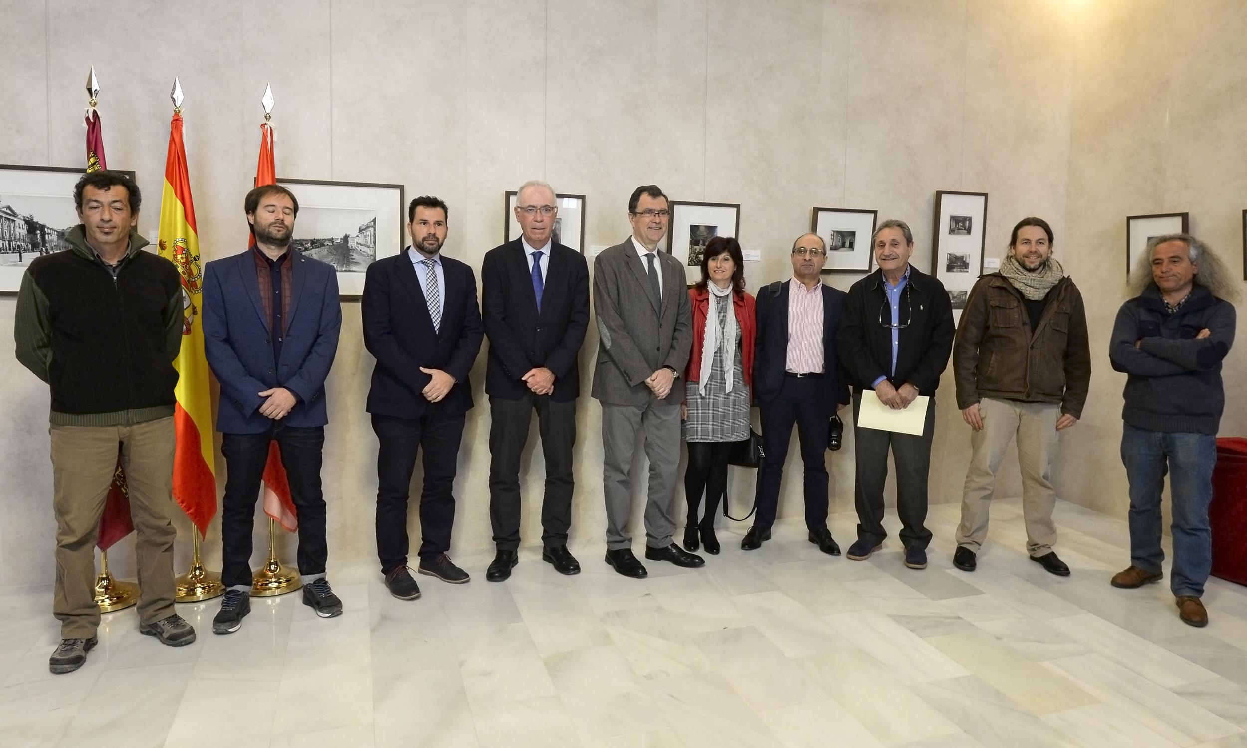 El alcalde, con los representantes de las entidades medioambientales. Imagen: Ayto. de Murcia