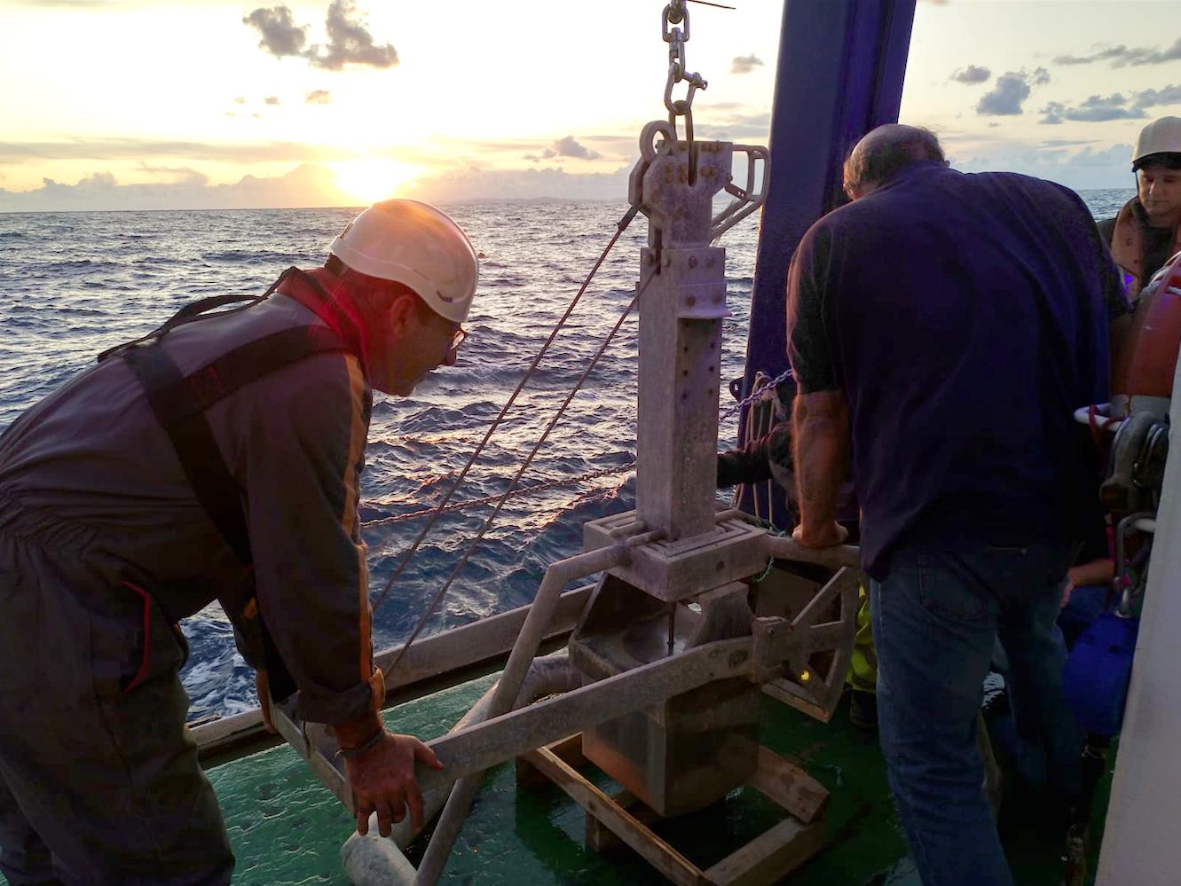 Un momento de los trabajos a bordo del buque oceanográfico Ángeles Alvariño. Imagen: IEO