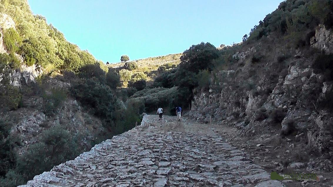 Foto: ascenso por el camino medieval