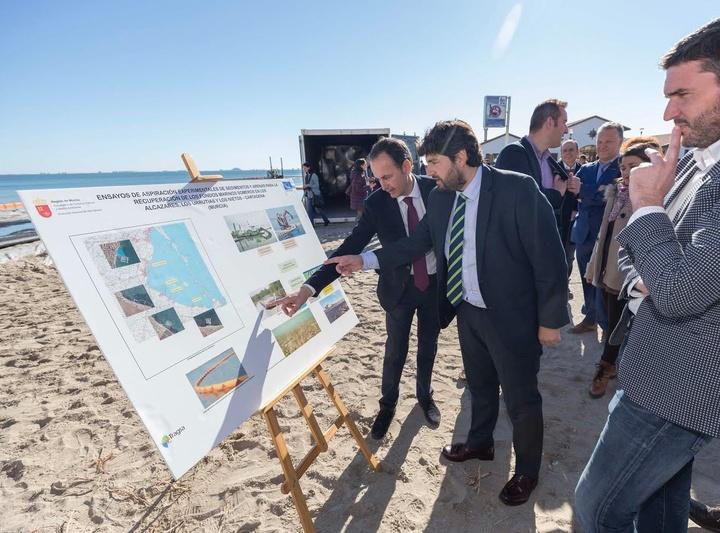 Inicio de los ensayos de extracción de lodos y sedimentos para regenerar los fondos del mar Menor. Imagen: CARM