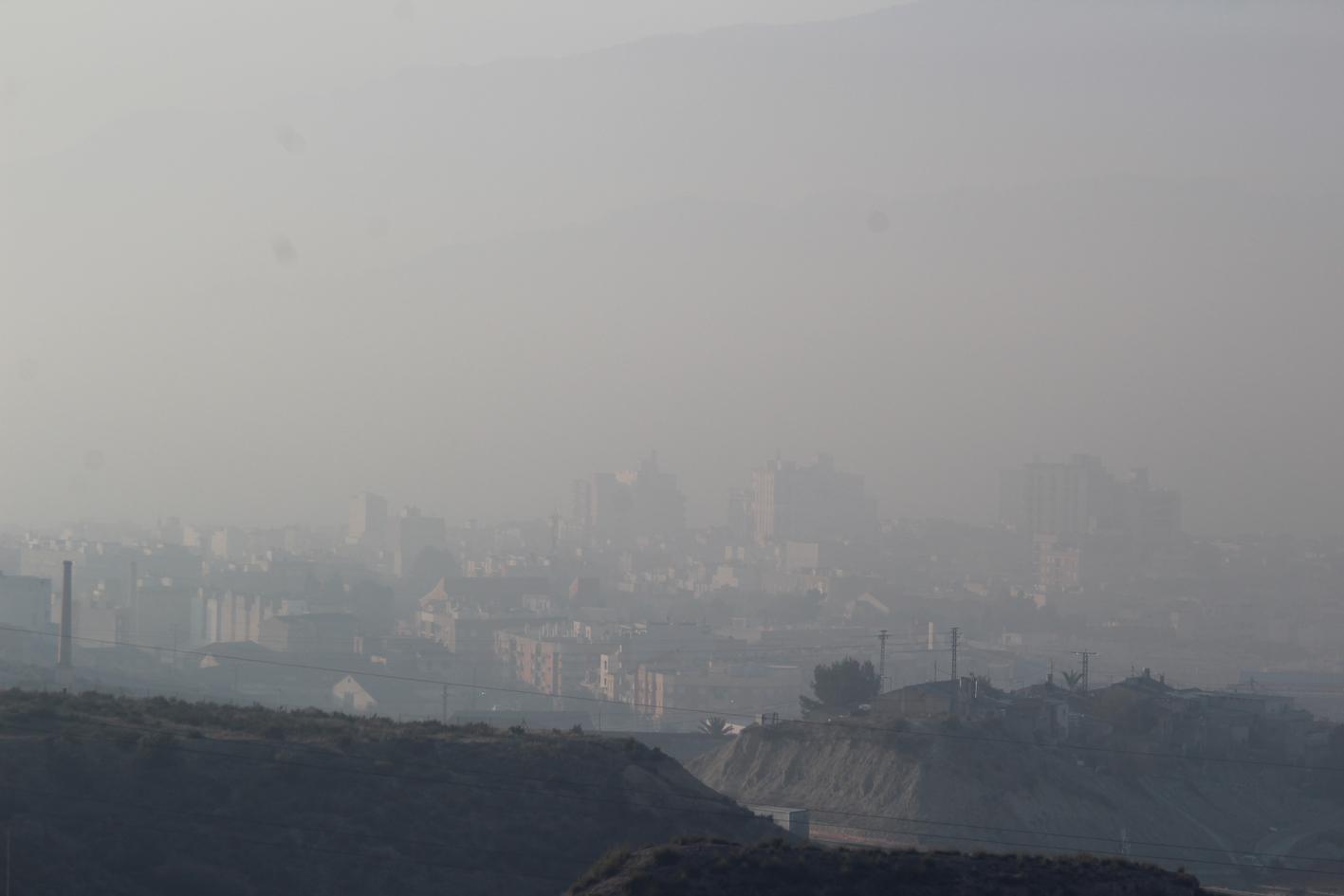 Cieza envuelta en humo, el 24 de febrero pasado. Imagen: EEA