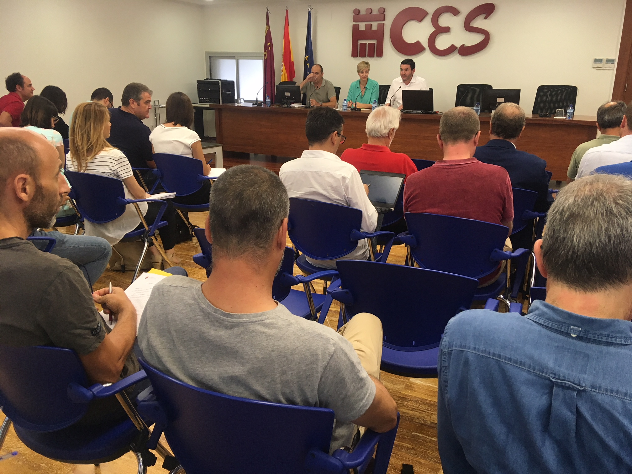 Un momento de la  reunión del Comité de Asesoramiento Científico del Mar Menor celebrada hoy en la sede del CES. Imagen: CARM