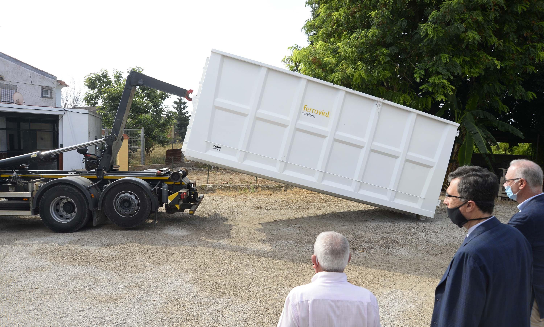 El gran contenedor es capaz de almacenar 2.000 kilos de restos de poda. Imagen: Ayto. de Murcia