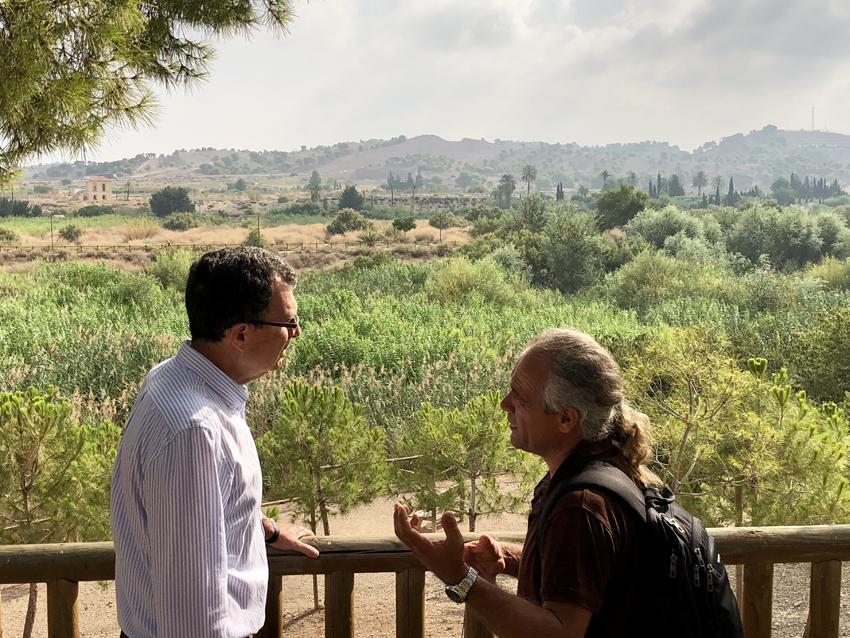 El alcalde Ballesta, con Pedro García, anterior director de ANSE. Imagen: Ayto. de Murcia