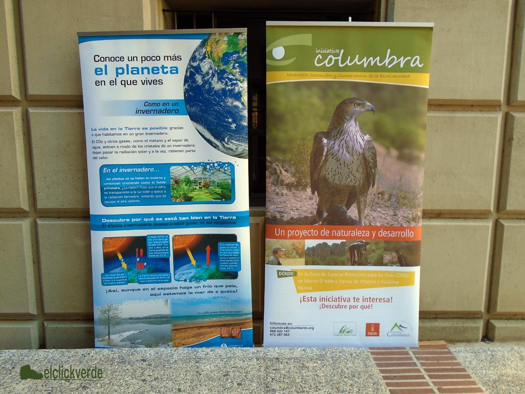 Paneles informativos sobre el cambio climático.