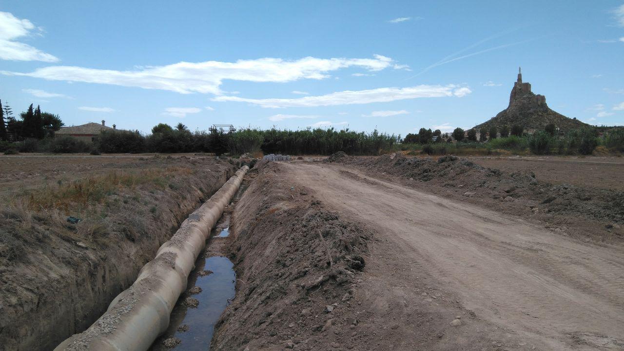Obras en el cauce de riego tradicional de Montagudo, esta mañana. Imagen: Huermur