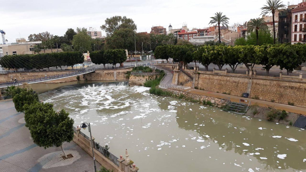 De nuevo, el Segura con espumas, esta vez en el Día Internacional del Agua. Imagen: Huermur