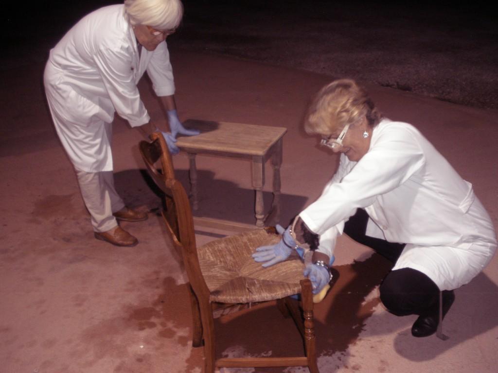 Taller de restauración de muebles en el Aula de Naturaleza y Sostenibilidad El Valle