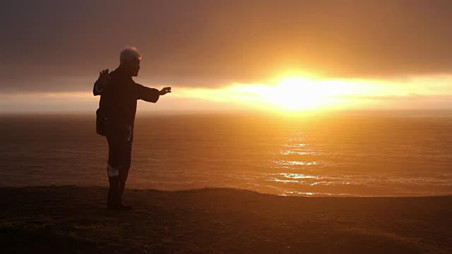 MiTaller de Taichi frente al Mar con Posidonia Turismo Activo.
