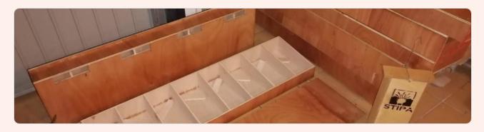 Taller de construcción de cajas nido para vencejos, con Stipa