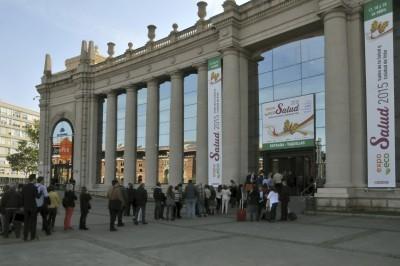 Colas para entrar a la Feria ExpoEcoSalud en Madrid. (Imagen extraída de la web de la Feria, http://www.expoecosalud.es/).