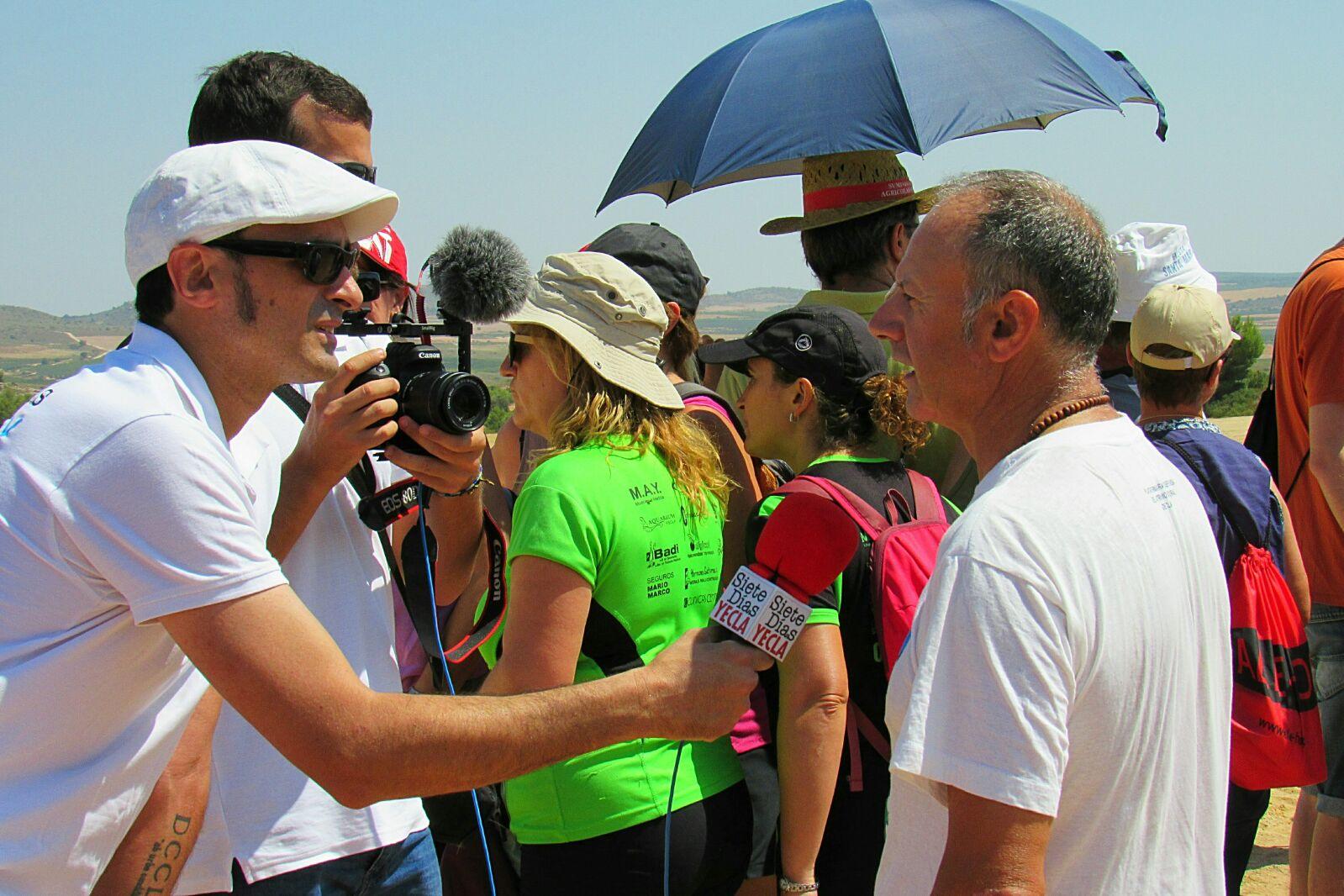 Fernando Rico, presidente de Anida Yecla, respondiendo a los periodistas
