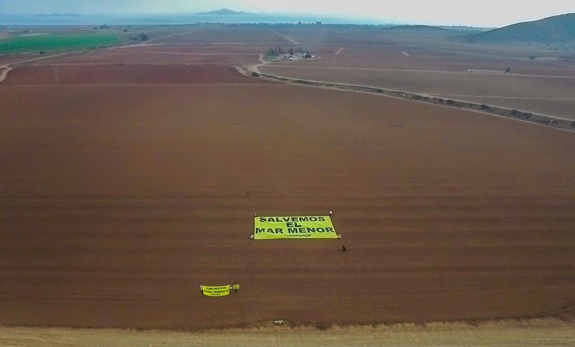 Pancartas sobre el terreno. Imagen cedida por Pacto por el Mar Menor