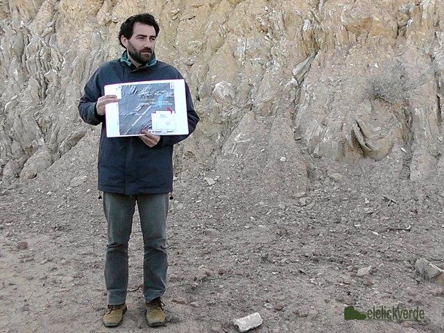 Gregorio Romero, explicando la Falla de Alhama de Murcia
