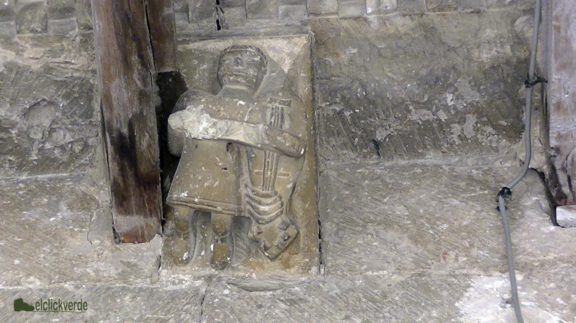 Foto: Curiosidades del Románico en la iglesia de Valdenoceda. Merece la pena detenerse a ver el detalle