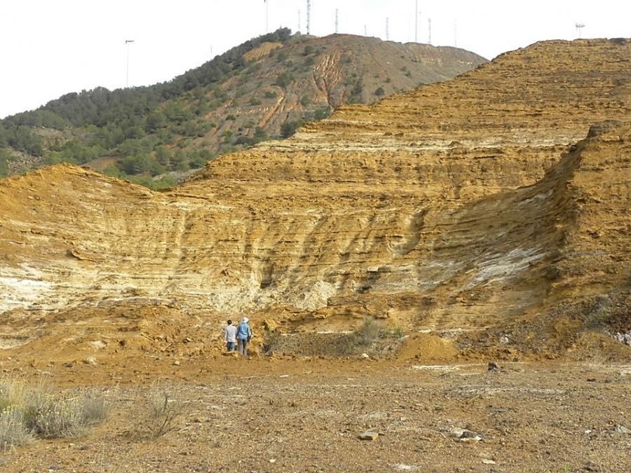 Trabajos de campo en un depósito minero. Imagen: UPCT