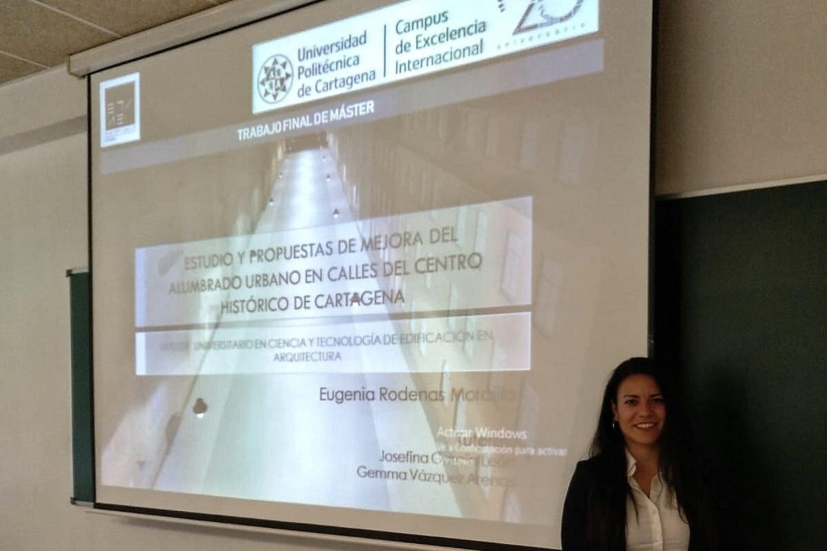 La alumna de la UPCT Eugenia Rodenas Morcillo propone en su TFM cambiar a LED las farolas del centro de Cartagena para ahorrar energía. Imagen: UPCT