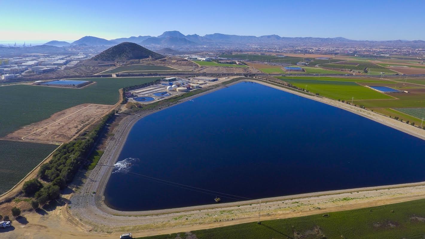 Una vista de una de las lagunas de la empresa. Imagen: Hidrogea