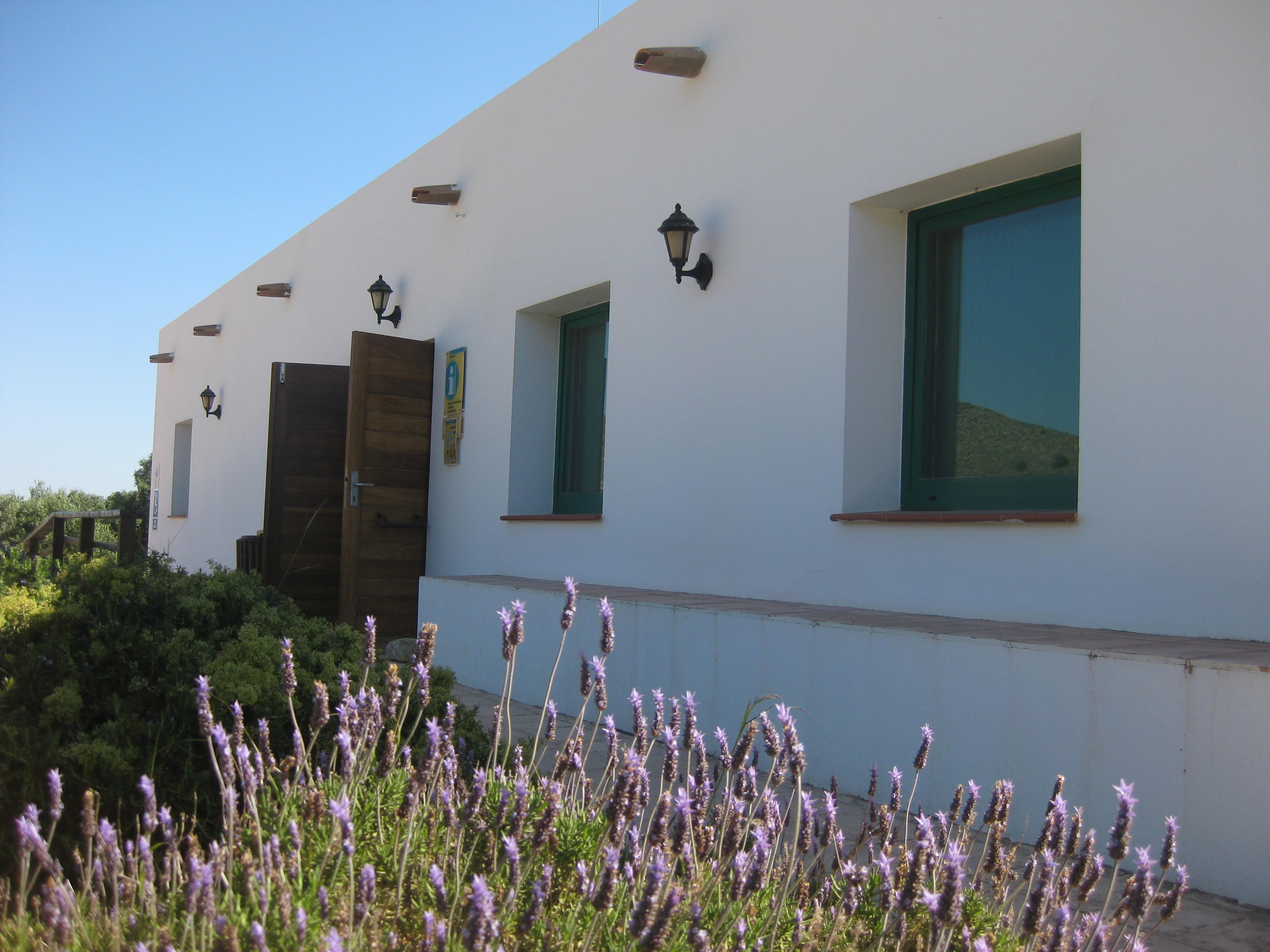 Centro de Visitantes Las Cobaticas, del PR de Calblanque, Monte de las Cenizas y Peña del Águila. Imagen: CARM