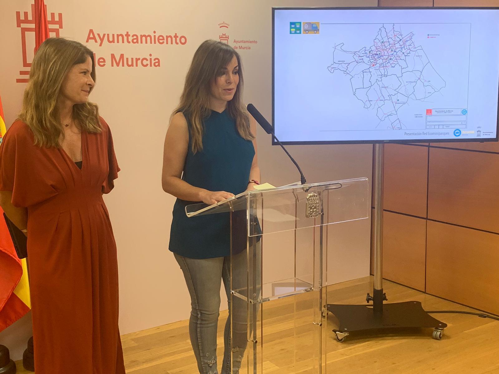 La concejala Rebeca Pérez, informando sobre la  nueva red de ecominiparques en pedanías. Imagen: Ayto. de Murcia