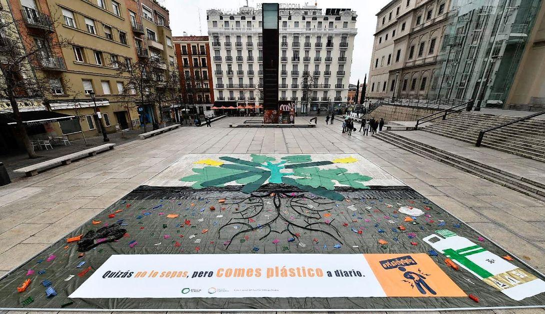 Una acción reivindicativa en la Plaza de Juan Goytisolo de Madrid. Imagen: Amigos de la Tierra