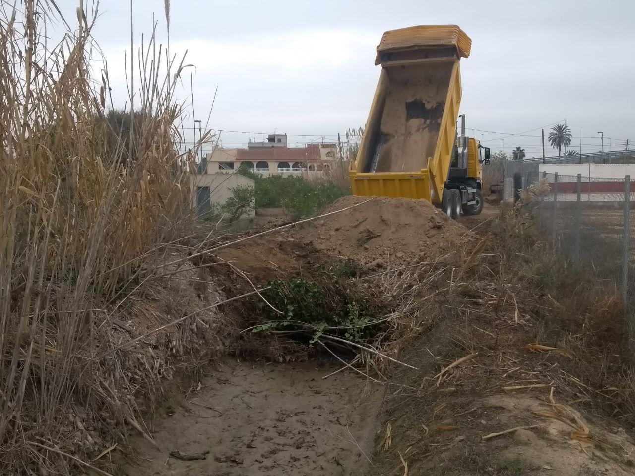 Obras de relleno en la acequia de Alguazas. Imagen: Huermur