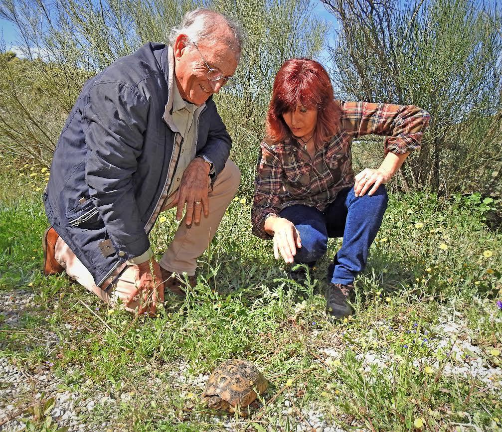 El Premio Nacional de Medio Ambiente Pedro Costa Morata con Pilar Sánchez, presidenta de la asociación en las instalaciones de Acude en Lorca. Imagen: Acude