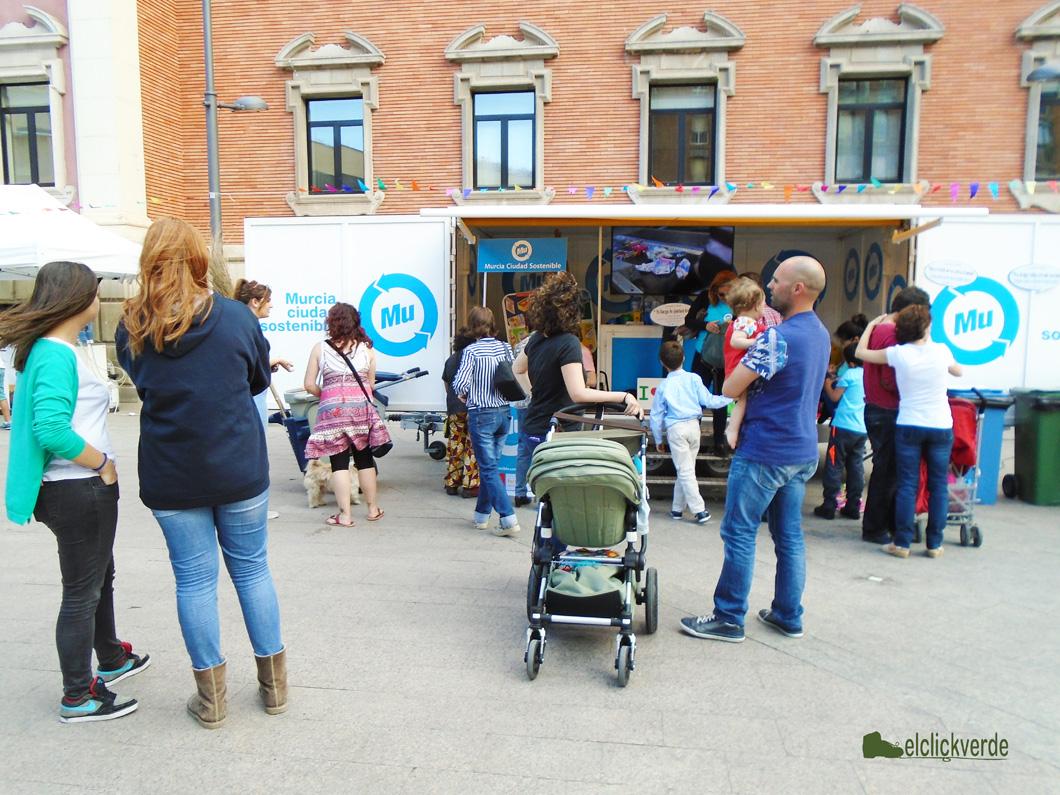 Consultas y buen ambiente en la Caravana de Murcia Ciudad Sostenible.