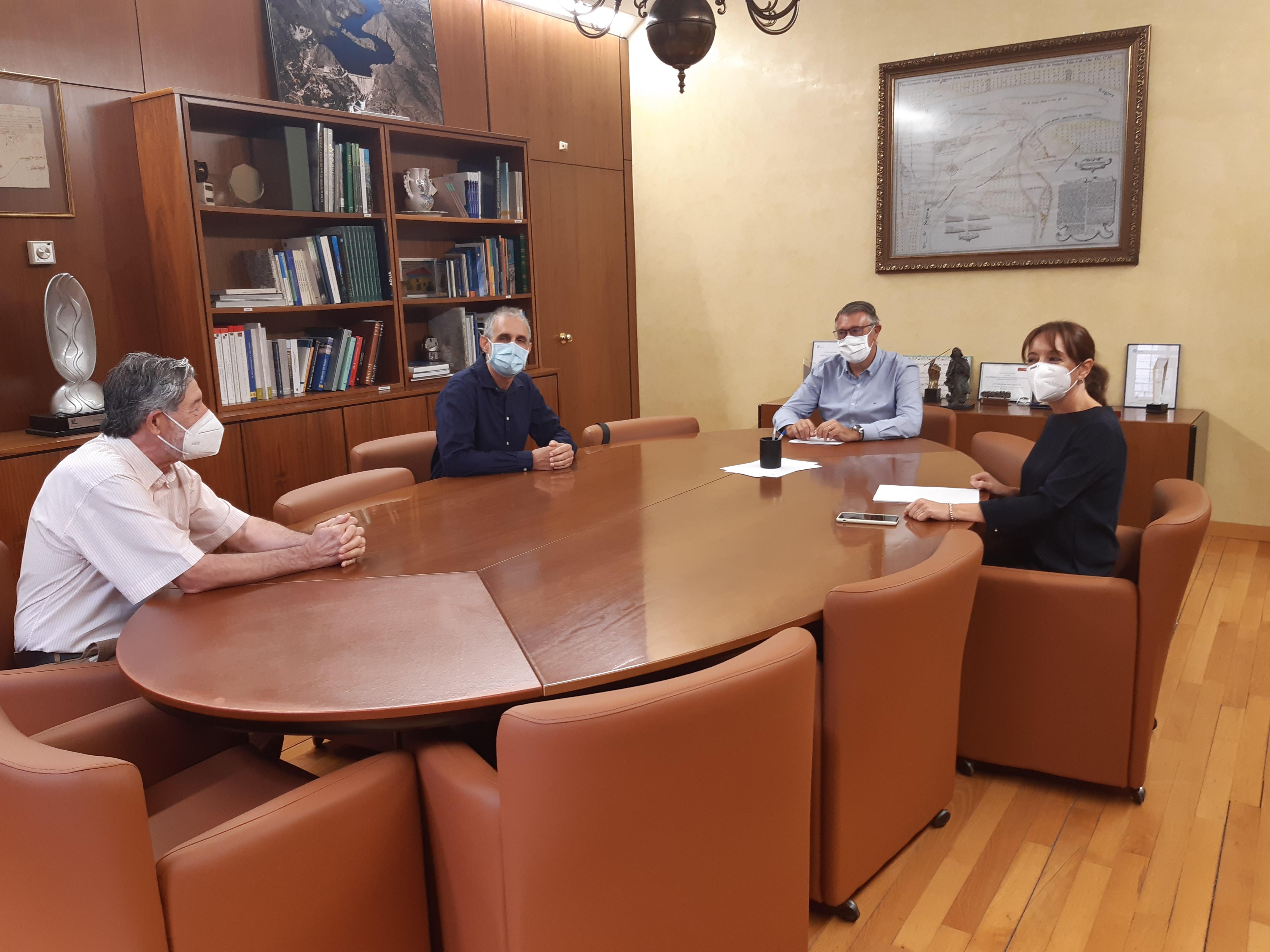 Reunión mantenida ayer entre la CHS y representantes del Ayuntamiento de Bullas. Imagen: CHS