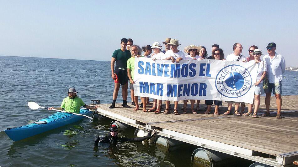 Salida del nadador Carlos Peña