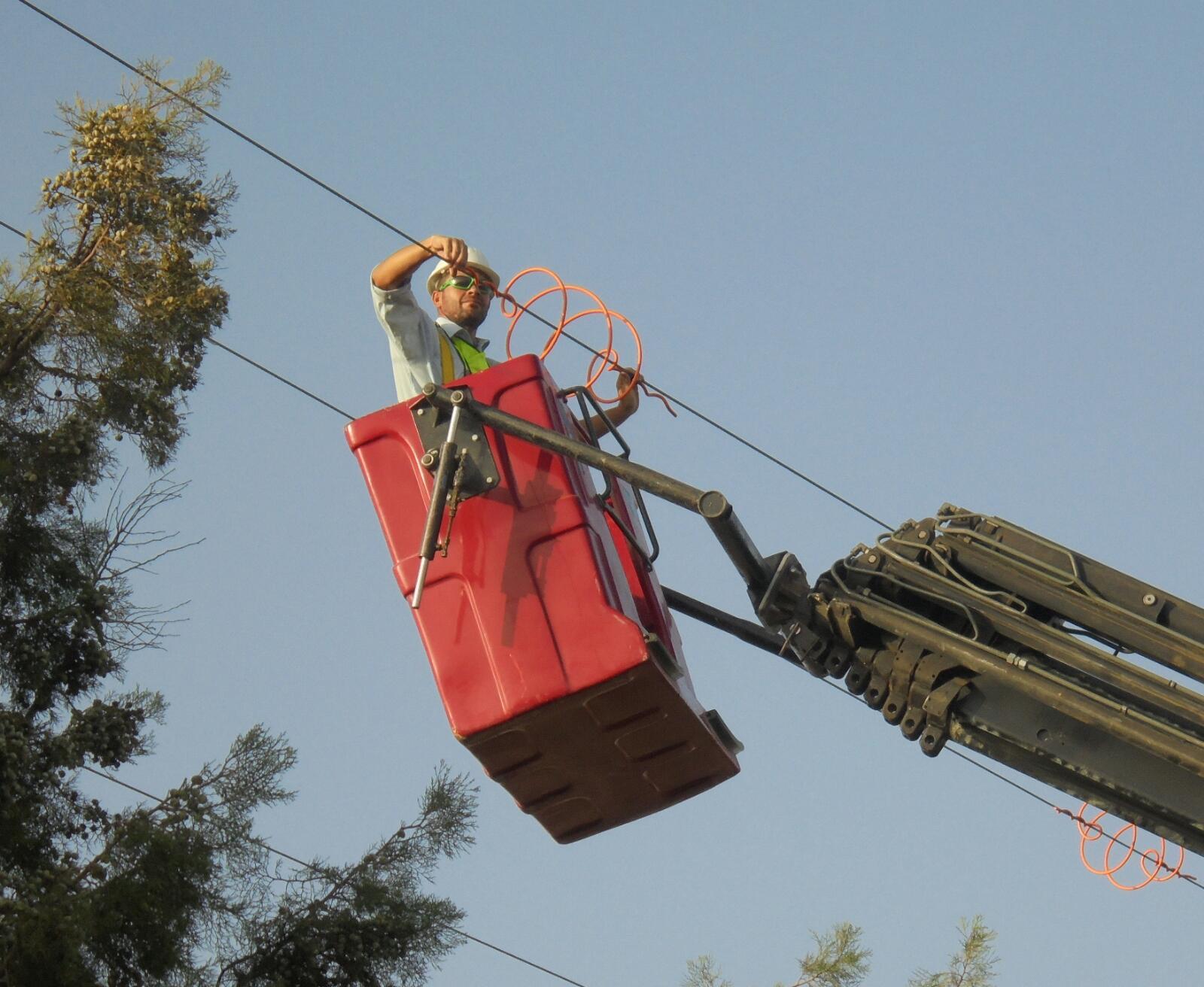Señalización de la línea eléctrica en Cabezo Beaza, contra la colisión de avifauna. Imagen: ANSE