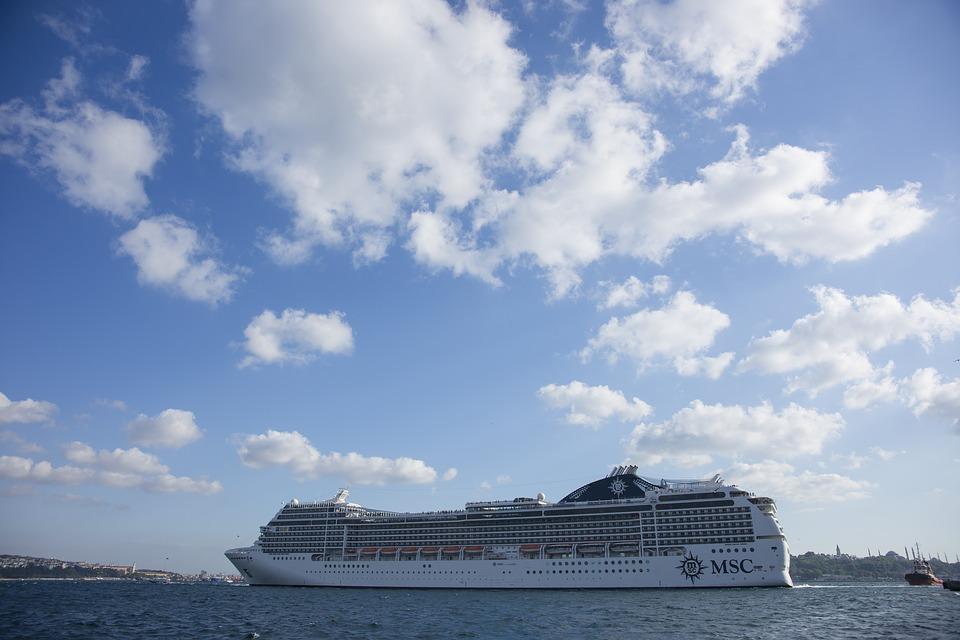 Un crucero, que llegará a puerto. Imagen: Pixabay