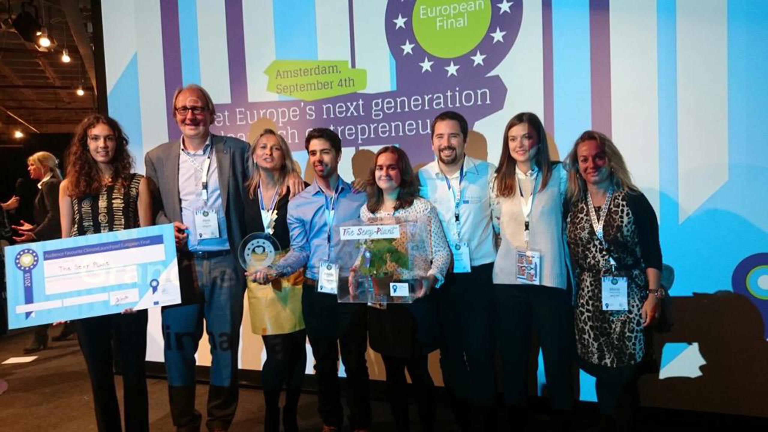El equipo de 'The sexy plant', con la iniciativa que ha recibido el reconocimiento europeo
