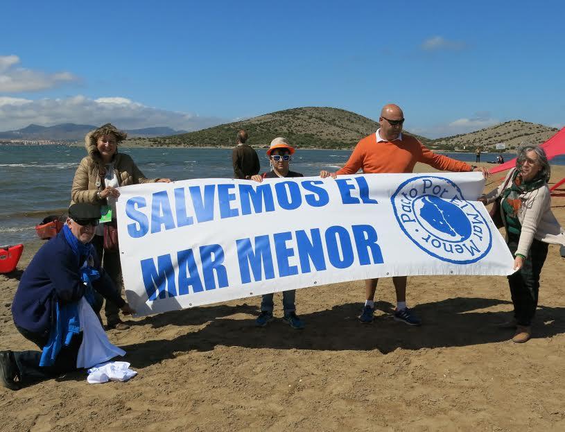 Pancarta de la concentración náutica. Imagen: Plataforma por el Mar Menor.