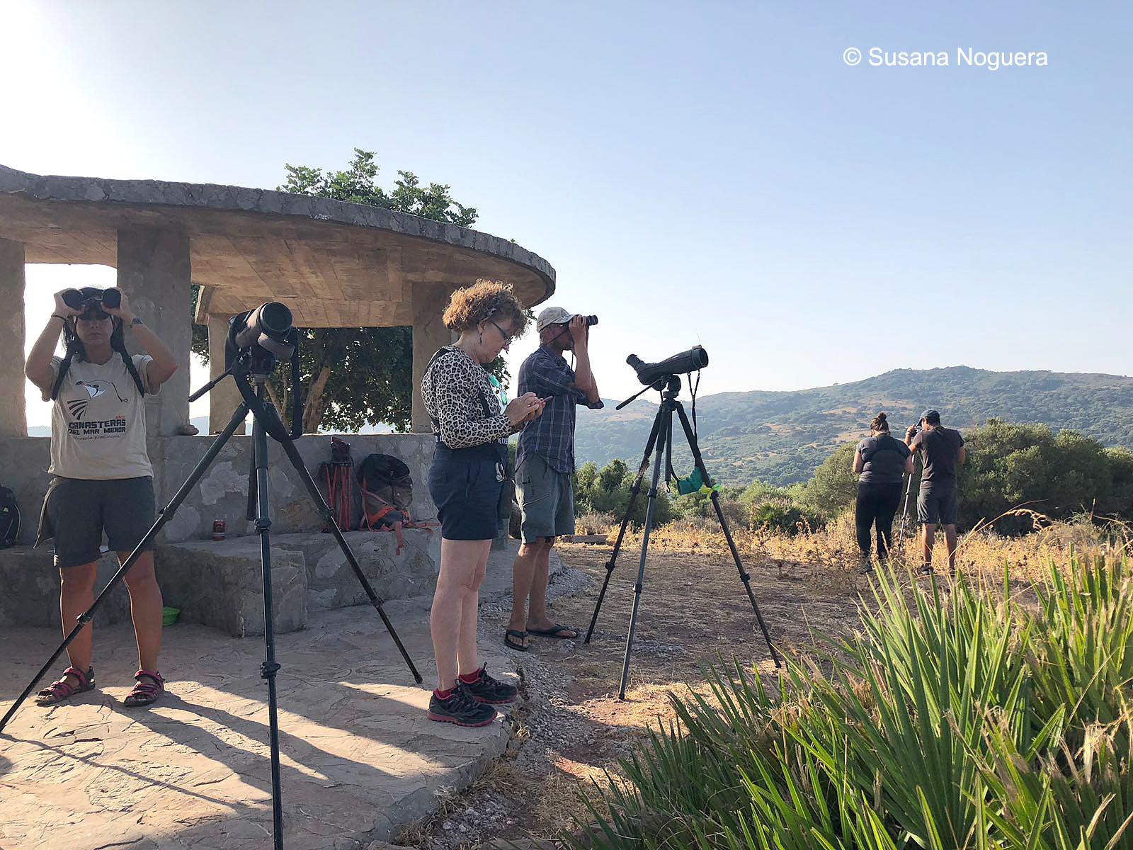 Voluntarios en el observatorio del Algarrobo. Imagen: Susana Noguera